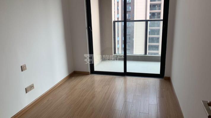 新建区精装4室2厅2卫二手房出售